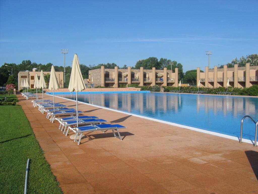resort-s-pool
