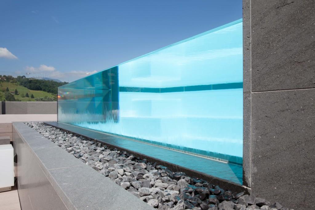 Piscina a sfioro o skimmer differenze tgs piscine - Piscina in vetro ...